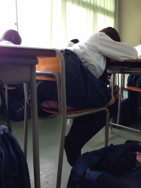 学校内でおふざけしてる女子校生が微笑ましいエロ画像 2282