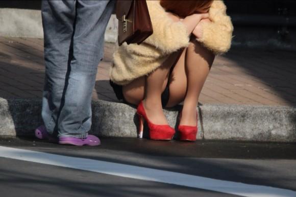 街撮りされた素人娘の太ももが生唾ものなエロ画像 2324