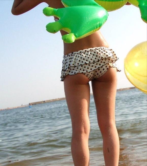ビーチではしゃぐビキニ娘達が激写されネット投稿されてる抜ける素人エロ画像 2327