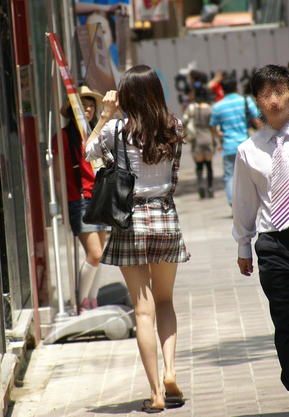 生足の素人女性が多い韓国の街撮りエロ画像 2342