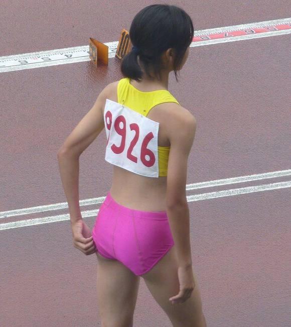 鍛えぬかれた女子アスリートの太ももで足コキされたいスポーツエロ画像 2348