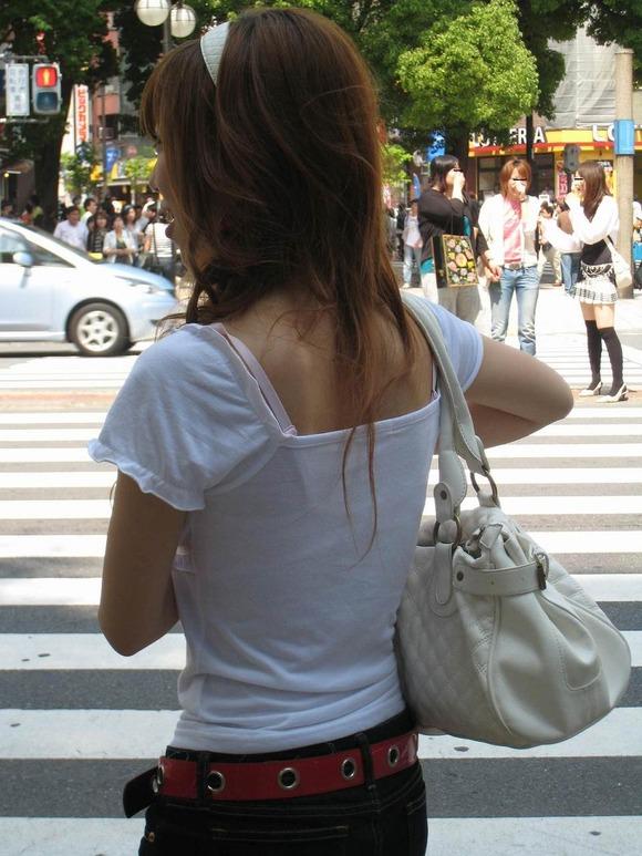 透けブラしてる素人娘の街撮りエロ画像 2352