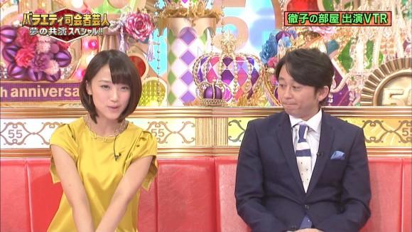 女子アナ竹内由恵がワキチラしてるキャプエロ画像 2363