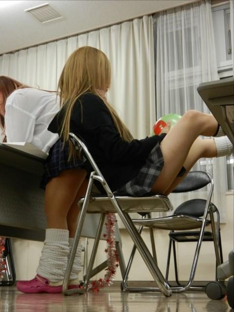 学校内でおふざけしてる女子校生が微笑ましいエロ画像 2375