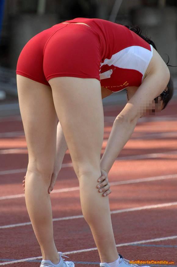 鍛えぬかれた女子アスリートの太ももで足コキされたいスポーツエロ画像 2448