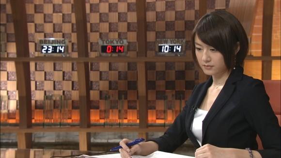 女子アナ大島由香里の服から溢れんばかりの着衣巨乳おっぱいエロ画像 2549