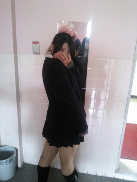 学校内でおふざけしてる女子校生が微笑ましいエロ画像 2574