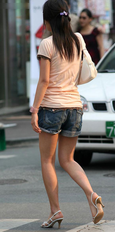 生足の素人女性が多い韓国の街撮りエロ画像 2740