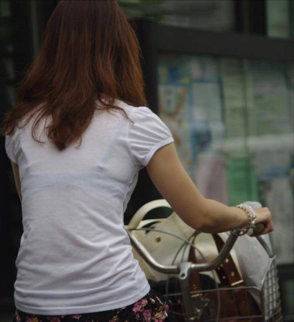 透けブラしてる素人娘の街撮りエロ画像 2750