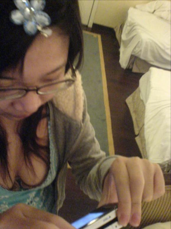 素人娘の自画撮りとか巨乳おっぱいの谷間の胸チラエロ画像 2848