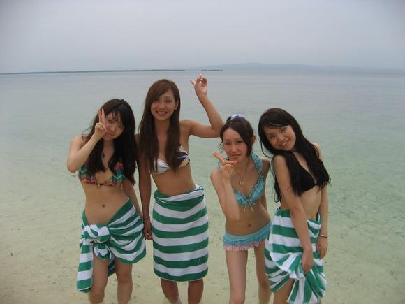 ビーチではしゃぐビキニ娘達が激写されネット投稿されてる抜ける素人エロ画像 2925