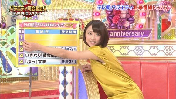 女子アナ竹内由恵がワキチラしてるキャプエロ画像 2958