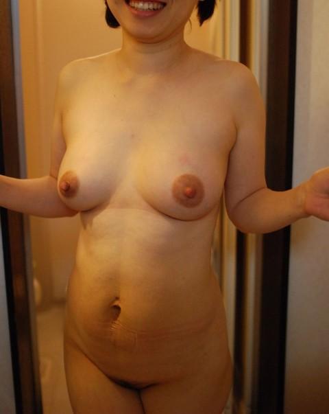 皮膚の張りがなくなり垂れつつある人妻熟女の素人エロ画像 2968
