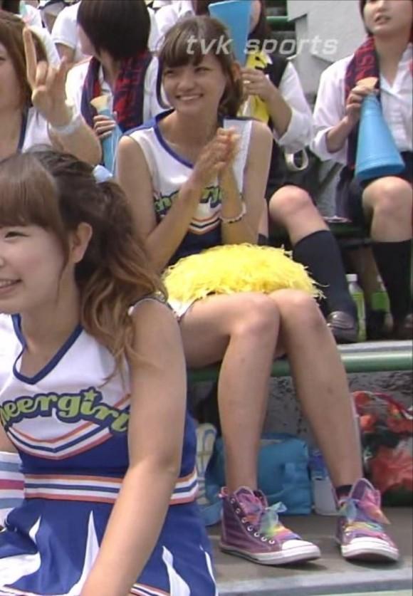 高校野球の応援席ではしゃぐ女子校生チアリーダーのエロ画像 2981