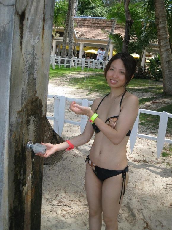 ビーチではしゃぐビキニ娘達が激写されネット投稿されてる抜ける素人エロ画像 3025