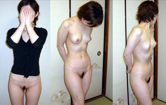服を着てる時と裸になった時のギャップがエロい素人妻熟女のエロ画像 3070