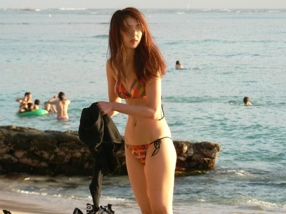 ビーチではしゃぐビキニ娘達が激写されネット投稿されてる抜ける素人エロ画像 3108