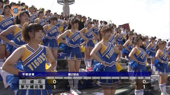 高校野球の応援席ではしゃぐ女子校生チアリーダーのエロ画像 31117