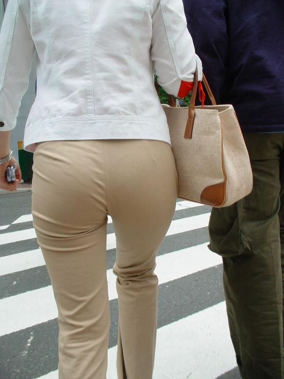 街撮りされた素人お姉さん達のムッチリお尻のエロ画像 3131
