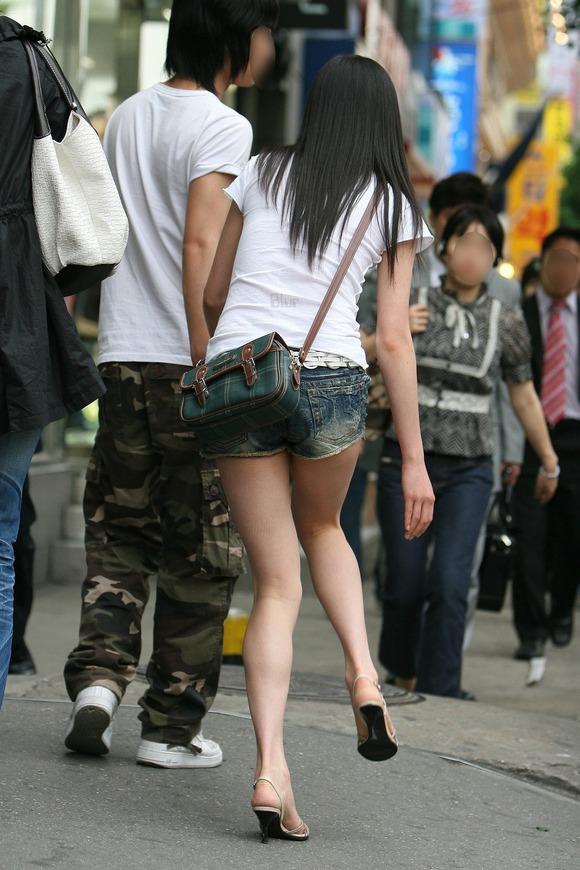 生足の素人女性が多い韓国の街撮りエロ画像 3156