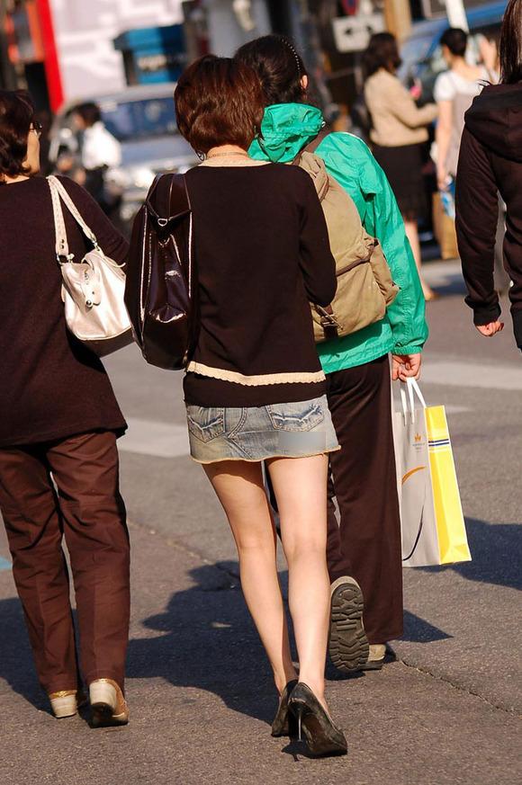 生足の素人女性が多い韓国の街撮りエロ画像 3157