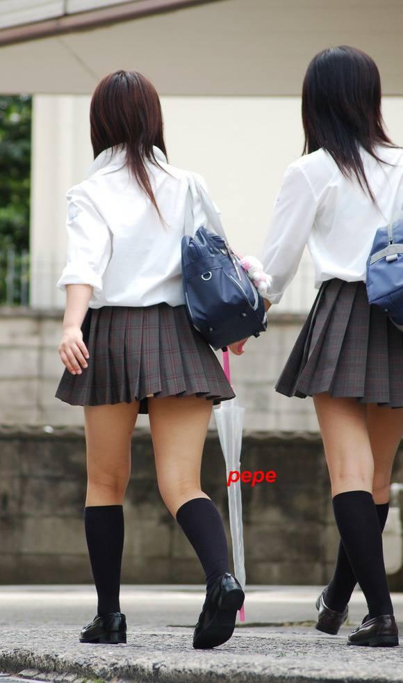 見てるだけで鼻息が荒くなってくる素人女子校生の太ももエロ画像 3163