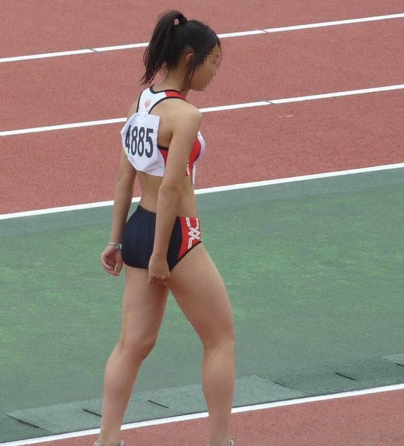 鍛えぬかれた女子アスリートの太ももで足コキされたいスポーツエロ画像 3166