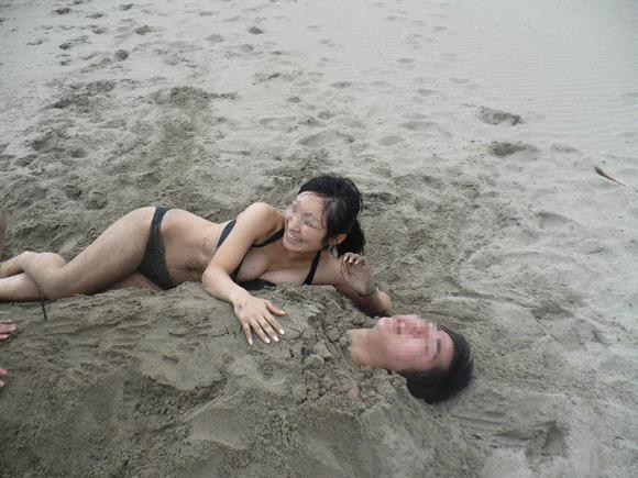 ビーチではしゃぐビキニ娘達が激写されネット投稿されてる抜ける素人エロ画像 3227