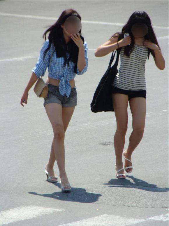 生足の素人女性が多い韓国の街撮りエロ画像 3240