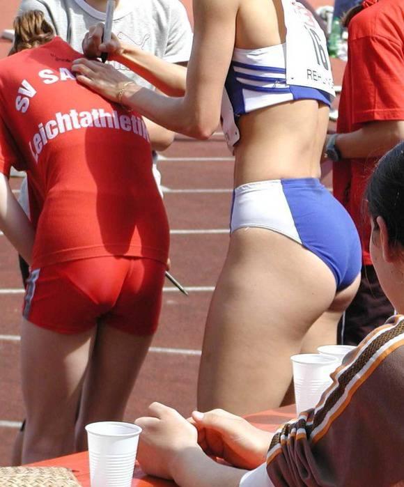 鍛えぬかれた女子アスリートの太ももで足コキされたいスポーツエロ画像 3244