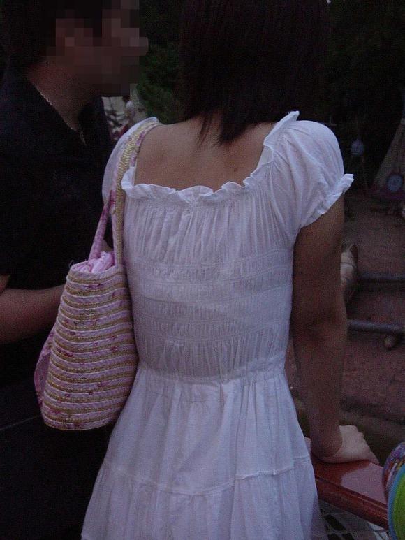 透けブラしてる素人娘の街撮りエロ画像 3248