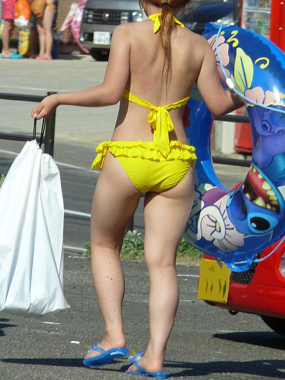 どの娘で抜くか目移りするほどいやらしい夏のビーチではしゃく素人娘のビキニエロ画像 3335