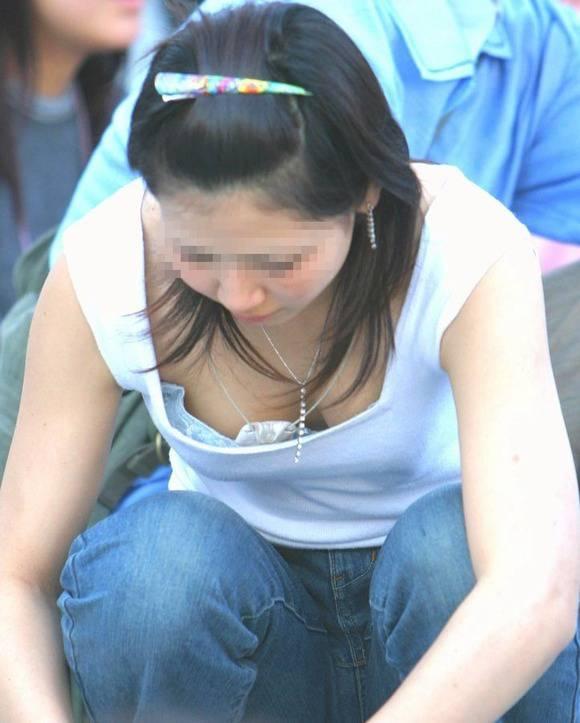 妙に興奮する素人娘の胸チラおっぱいのエロ画像 3411