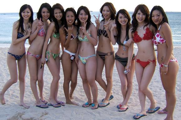 ビーチではしゃぐビキニ娘達が激写されネット投稿されてる抜ける素人エロ画像 3425