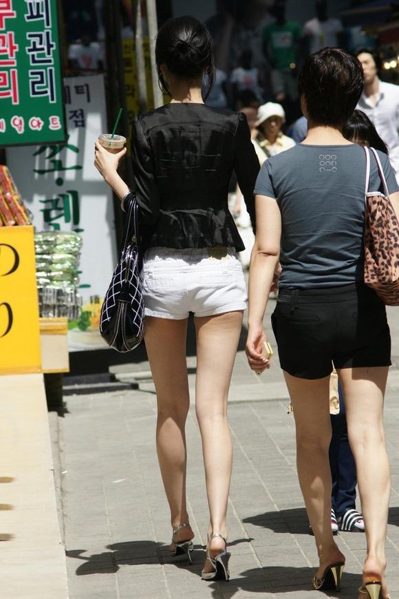 生足の素人女性が多い韓国の街撮りエロ画像 3438