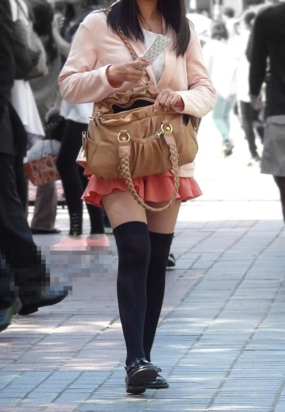 街撮りされた素人娘の太ももが生唾ものなエロ画像 3521