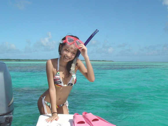 ビーチではしゃぐビキニ娘達が激写されネット投稿されてる抜ける素人エロ画像 3524