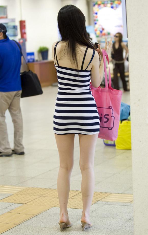 生足の素人女性が多い韓国の街撮りエロ画像 3537