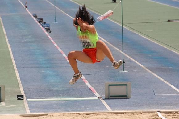 鍛えぬかれた女子アスリートの太ももで足コキされたいスポーツエロ画像 3541