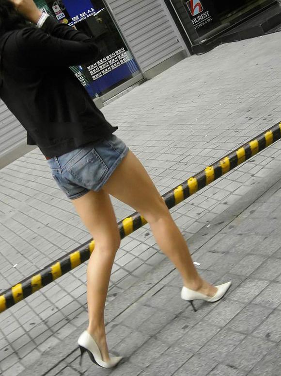 生足の素人女性が多い韓国の街撮りエロ画像 3628