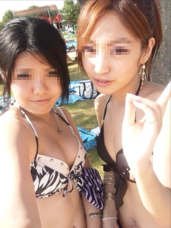 どの娘で抜くか目移りするほどいやらしい夏のビーチではしゃく素人娘のビキニエロ画像 3724