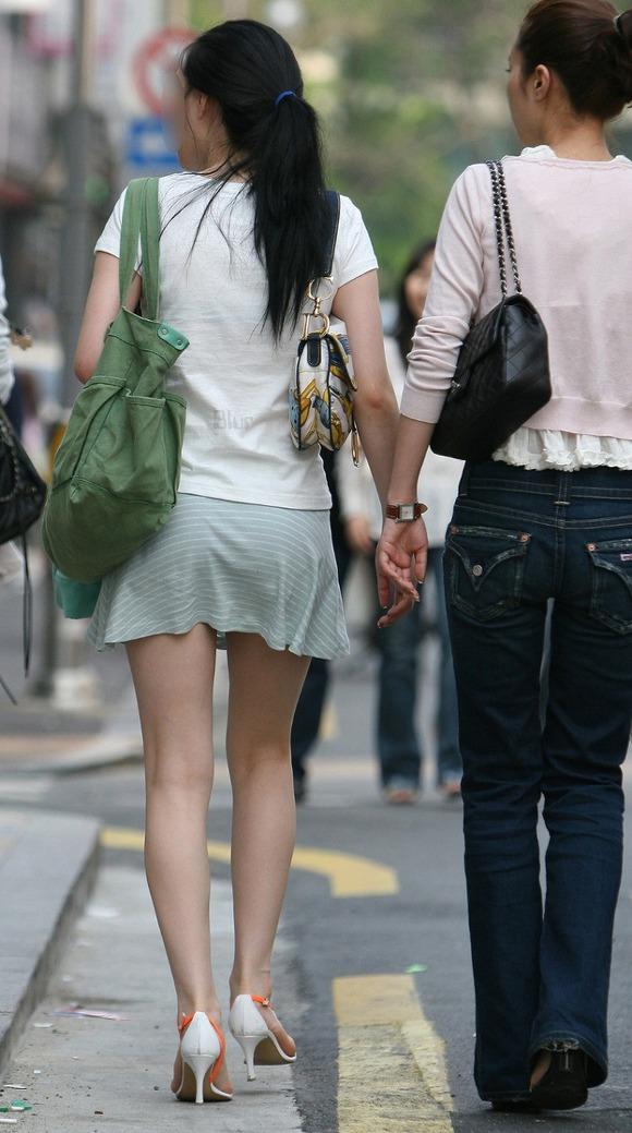 生足の素人女性が多い韓国の街撮りエロ画像 3827