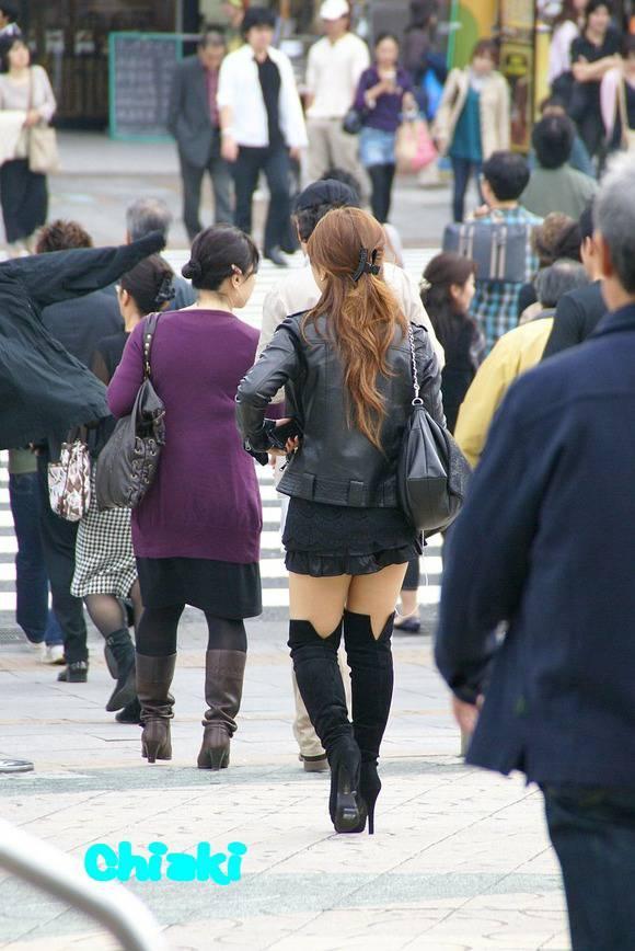 ただ服を着ただけの街撮り素人娘がめっちゃオナニーのおかずになってしまうエロ画像 396