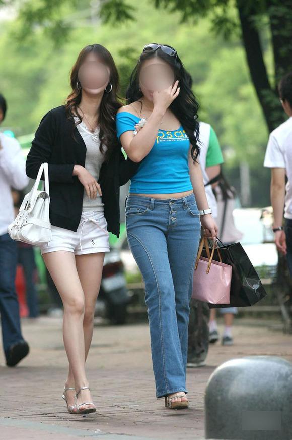 生足の素人女性が多い韓国の街撮りエロ画像 4026