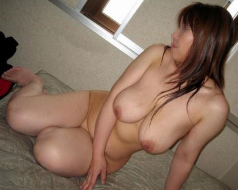 皮膚の張りがなくなり垂れつつある人妻熟女の素人エロ画像 4102