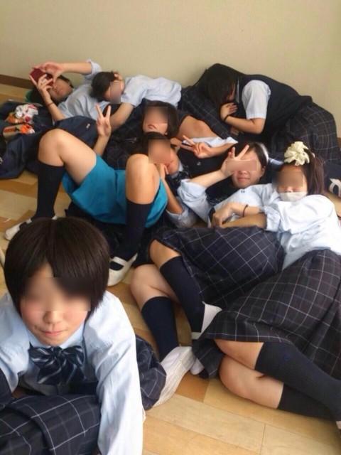 学校内でおふざけしてる女子校生が微笑ましいエロ画像 4103
