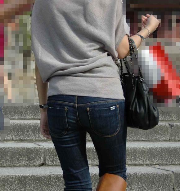 街撮りされた素人お姉さん達のムッチリお尻のエロ画像 439