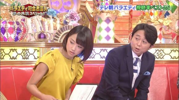 女子アナ竹内由恵がワキチラしてるキャプエロ画像 485