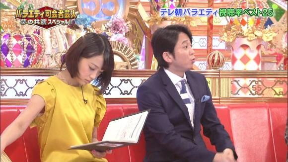 女子アナ竹内由恵がワキチラしてるキャプエロ画像 571
