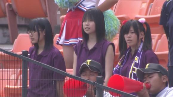 高校野球の応援席ではしゃぐ女子校生チアリーダーのエロ画像 6107